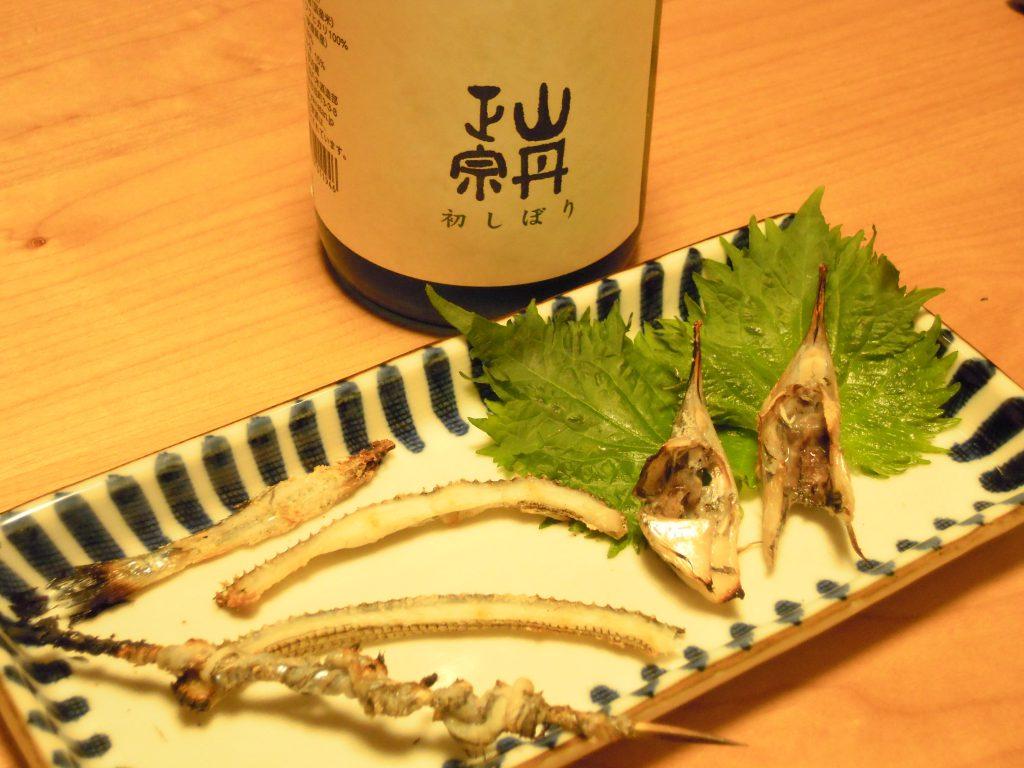 サヨリの頭と骨と皮の塩焼き、日本酒